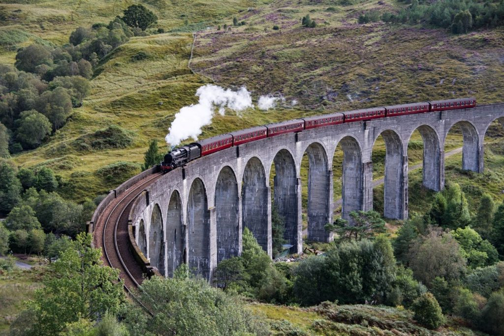 Der Jacobite Express auf dem Glenfinnan-Viadukt